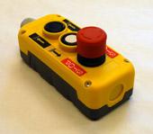 Handhållet Manöverdon med 2 knappar samt nödstopp